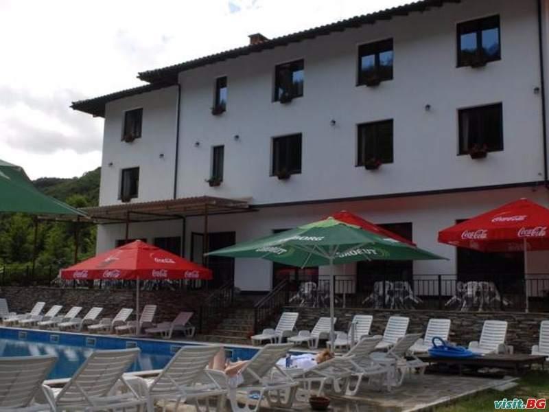 Почивка в балкана, 2 нощувки полупансион за двама през уикенда с минерален басейн в  хотел Фея