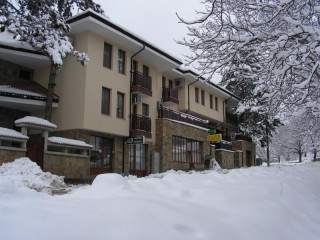 Хотел Черният Щъркел - снимка 1