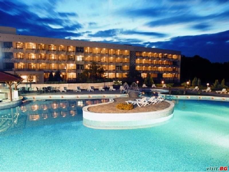 През седмицата в СПА хотел Аугуста, Хисаря, нощувка със закуска за двама