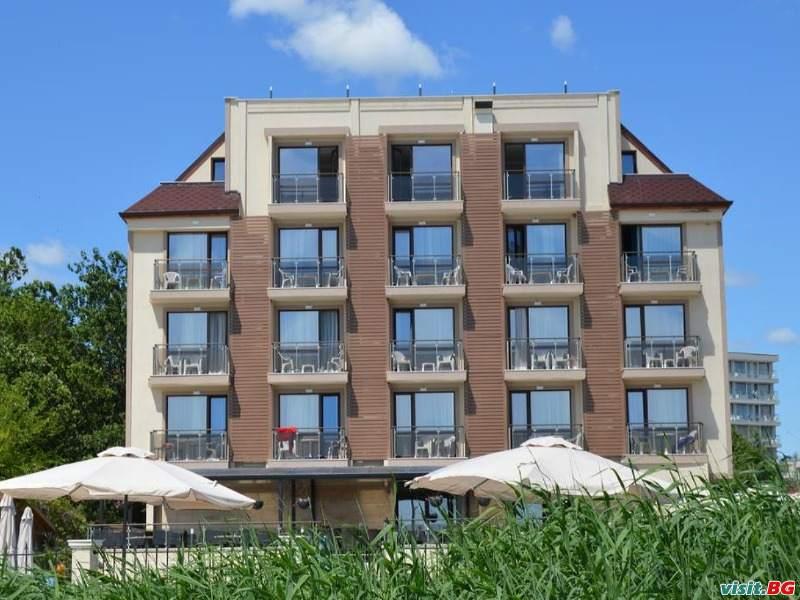 ТОП оферта за НОВ хотел Първа линия, All Inclusive с безплатен  плаж до 21.07 от Верамар Бийч, Кранево