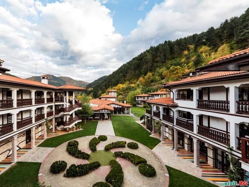 Мечтаната есенна ваканция за двама за две нощувки в приказните Родопи от СПА Хотел Исмена, Девин